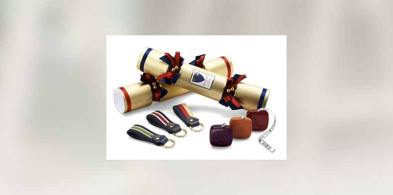 Christmas Crackers Contents.10 Reassuringly Expensive Christmas Crackers Hunters