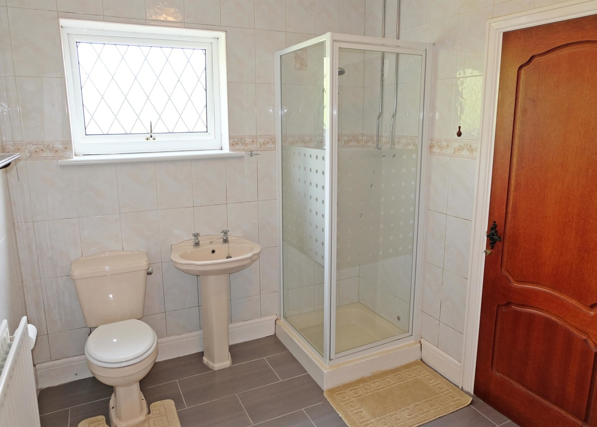 Jack'n'Jill bath & shower room